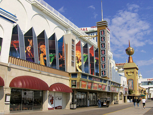 Atlantic City Boardwalk - Wikimedia Commons - B64 at English Wikipedia [CC BY-SA 3.0 (http://creativecommons.org/licenses/by-sa/3.0) or GFDL (http://www.gnu.org/copyleft/fdl.html)], via Wikimedia Commons